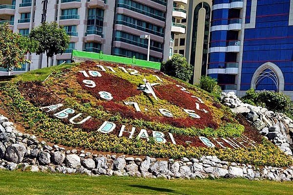 Цветочные часы в Абу-Даби