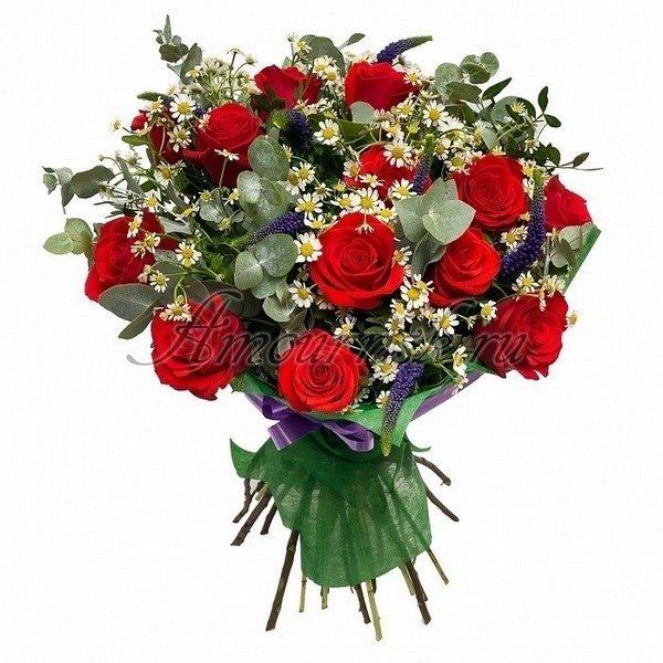 Розы и ромашки в одном букете